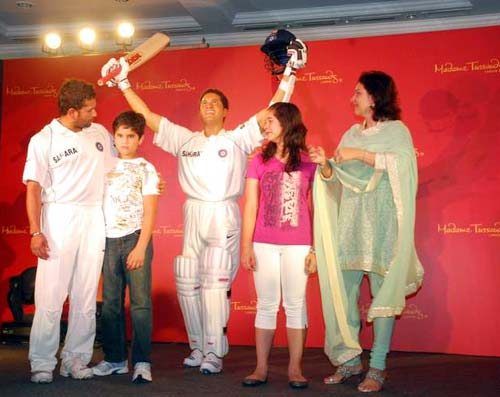 Sachin Tendulkar with family unveiled his wax statue